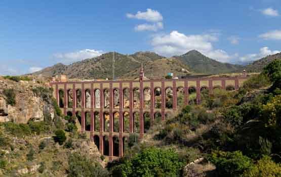 Visitar el Acueducto de Nerja Maro